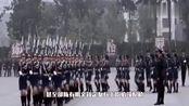 此国女性年满18岁必须服兵役,部队13都是女兵,出门必须扛枪