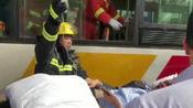 四川自贡公交与班车相撞 多人受伤 监控曝光