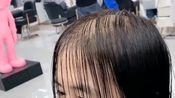 大姐就这么几根头发,还要剪成短发,理发师快愁死了!
