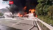 火光冲天!广深高速一油罐车侧翻起火 暂无人员伤亡