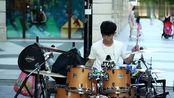 爵士鼓网红李科颖街头演奏筷子兄弟《小苹果》看脸的年代