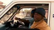 黑帮天堂:此时众人正在车里聊天,突然就遭到了临车的挑衅
