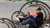 真服了外国人的脑洞,发明的这辆摩托车,能开上路吗?