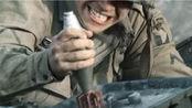 在战争中,迫击炮弹往头盔上一磕,真的可以当手榴弹用吗?