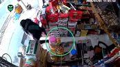 监拍四川自贡4.3级地震瞬间:超市剧烈晃动 女子丢下手机拔腿就跑