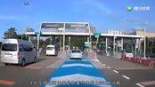 为什么很多司机宁愿在高速路口排队,也不去办理ETC?看完涨知识了