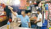 印度小哥街边卖饮品,10元一杯狂秀杂技,食客:这门票值了