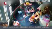[看东方]河北张家口:3岁幼童游泳课溺水 老师看手机竟未发现