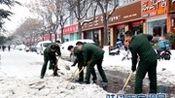 驻马店市消防支队组织官兵义务扫雪(图)