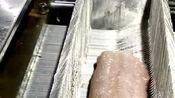 假鱼肉制作全过程,真是意想不到,现在鱼肉都可以作假了!