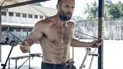 52岁的杰森斯坦森到底有多帅?6块超燃腹肌,还做高难度动作