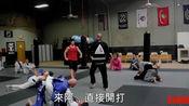 嚣张肌肉男踢馆遇到柔术黑带教练 结果悲剧了!