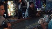 白日梦想家:到达酒吧后,华特向老板娘打听尚恩欧康诺的下落