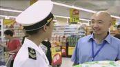 小伙开超市被卫生局查到,结果带队竟然是初恋女友,这下惨了