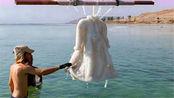 将一件衣服泡在死海中,两年后才捞出来,结果非常惊艳