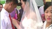 广东云浮农村婚礼现场,新郎冒雨求婚,新娘脸色有些希奇!