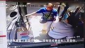 三亚: 老人将行驶中车辆的公交司机拽下 涉事人员被刑拘