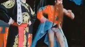 在广西梧州粤剧节,演员上台忘记了穿裤子了,哈哈,太逗了!!![偷笑][偷笑][偷笑]