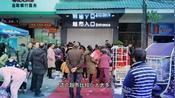 农村超火超市买东西都还不给进去,人太多了,就在江西省莲花县