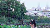 湖北黄冈市遗爱公园荷花池,和汉服小姐姐也太配了