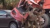 四川绵阳一重型货车与4车相撞 致2死7伤