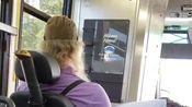美国这边,坐轮椅的残疾人上了公交车????后,司机主动起身帮着固定轮椅~20190802美国加州洛杉矶