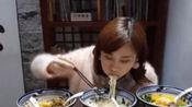 """密子君光临吴京面馆,1小时吃七碗""""战狼面"""",结账时却一脸懵!"""