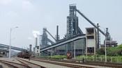 钢厂停产关闭,市委常委决定开办培训学校,所有职工欢呼鼓掌