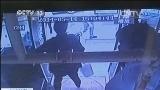 [视频]江苏镇江:乘客公交上突感不适 警车护送就医