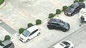 这司机是个新手吧,都转了这么多圈了还没进去,驾照是怎么考出来的?