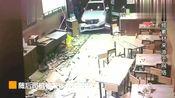 实拍福建男子驾车2次撞小吃店,致多人伤,警民联手将其控制