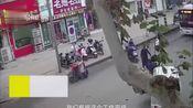 平顶山:外卖小哥路中被撞 消防员8秒赶到救援!