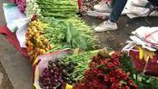 如今这年头,这卖花就像卖菜一样,你们会喜欢这种方式吗?