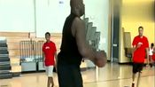 看大鲨鱼奥尼尔退役五年后的篮球水平,怎么三分都有了