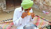 你吃过印度的馅饼吗?实拍一位印度妇女制作馅饼的全过程