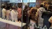 合肥20多人戴口罩排队买喜茶,警方赶到劝阻,店家:已闭店了