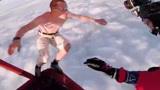 外国小伙丢掉降落伞,赤身跳下万米高空,外国人少是有原因的!