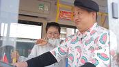 爆笑剧:小伙考公交车驾照,却挨个被教练赶下车,这是为啥?
