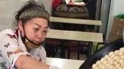 嗨吃襄阳:二十年的纯手工制作煎包,个头虽然小,却非常的实在!