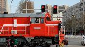 【铁路】当你在等红绿灯时路口开来了火车_平顶山轨枕厂铁路