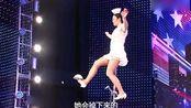 中国大姐上美国达人秀表演独轮杂技,评委满脸不敢相信!