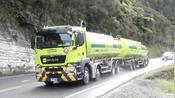 大雨磅礴 依旧繁忙的新西兰塔拉纳基山公路