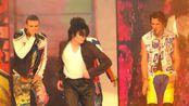 2001年MJ和超级男孩(N'SYNC)同台表演(第18届MTV音乐录影带大奖)