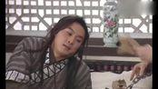 白展堂和黄小蕾假装看手相,佟湘玉吃醋,让白展堂给自己看血型!