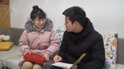儿媳妇为了给婆婆治病,拿出一张卡一本日记,老公看完后幸福落泪