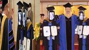 画风奇特!日本一大学办云毕业典礼机器人替身来领毕业证