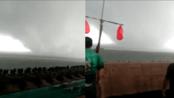 【河北】沧州海面出现巨型龙卷风 路人直呼:快跑