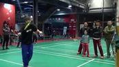 丹麦教父张连营勤勤运动羽毛球教学