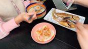 半托学生的营养小夜宵:香煎小黄鱼.香煎鱿鱼.蔬菜粥