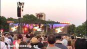 【现场】吉他上帝埃里克·克莱普顿最新演出饭拍视频